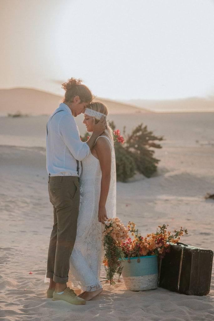 fuerteventura-bohemian-couple-elopement-photographer-dunes-of-corralejo-17