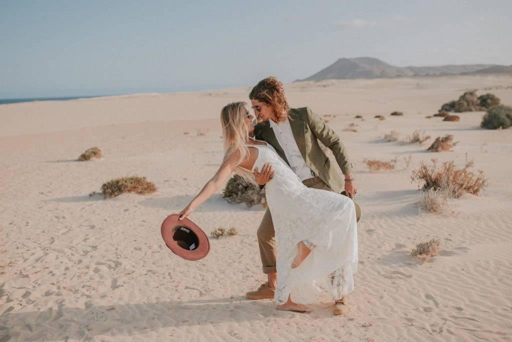 fuerteventura-bohemian-couple-elopement-photographer-dunes-of-corralejo-6